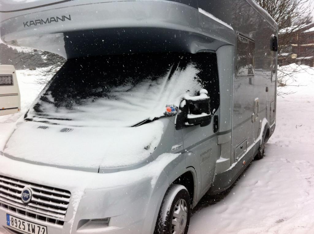 housse de protection thermique camping car capucine noire