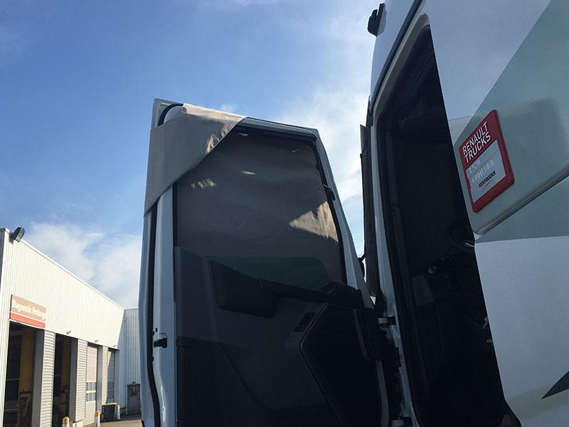 protection thermique porte ouverte camion